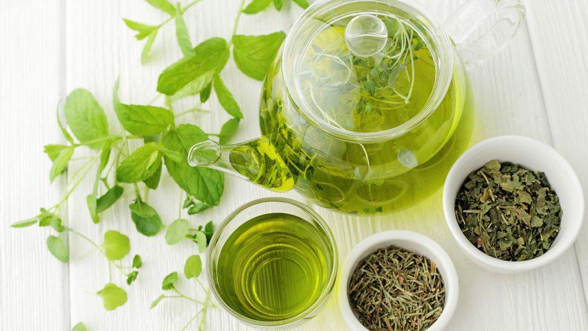 Çaji i gjelbër ndihmon dhe ruan dhëmbin tuaj