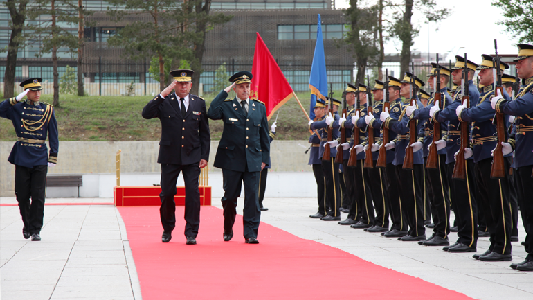 Shefi i Mbrojtjes i Malit të Zi gjeneral Dragutin Dakiq vizitoi Ministrinë e Mbrojtjes