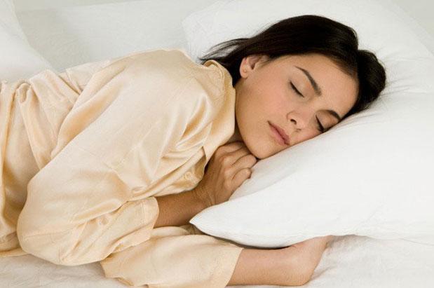 Kujdesi për lëkurën nis me gjumin