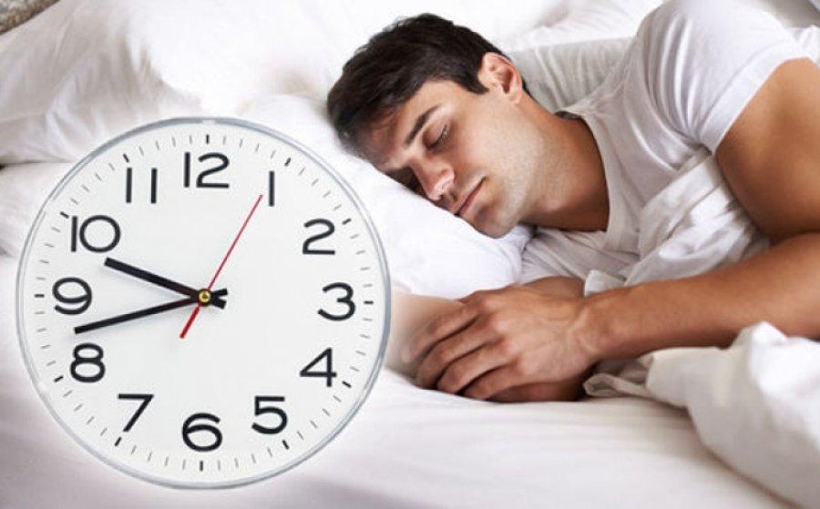 Gjumi sipas moshës që keni, ja sa orë pushim ju duhen