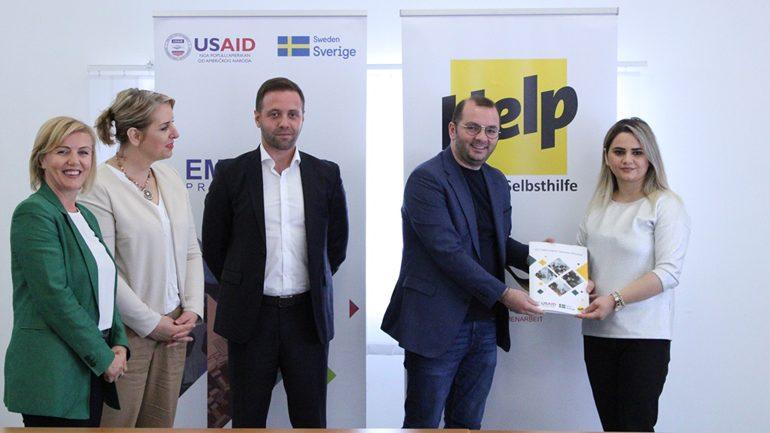 Dymbëdhjetë të rinj të Gjilanit përfitojnë grante për ndërmarrësi