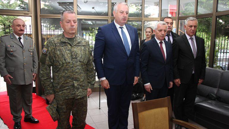 Homazhe në përkujtim të dy ushtarakëve të rënë në Letoni