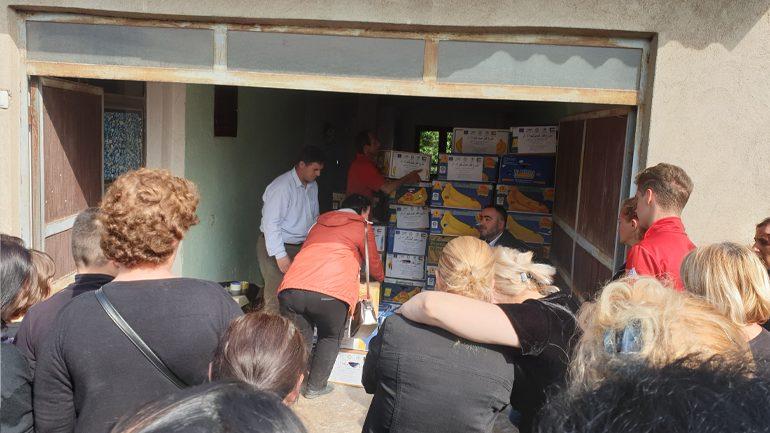 """Shoqata Humanitare """"Bereqeti"""" ka shpërndarë 150 pako ushqimore për jetimët e Gjilanit"""