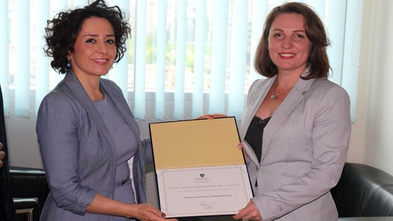 """Kamenica shpërblehet me çmimin """"Arritje në fushën e përfaqësimit të barabartë gjinor"""""""
