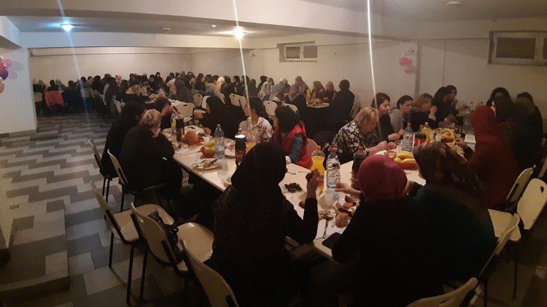 KBI në Gjilan shtron iftar për nxënëset që ndjekin mësimin dhe leximin e Kur'anit