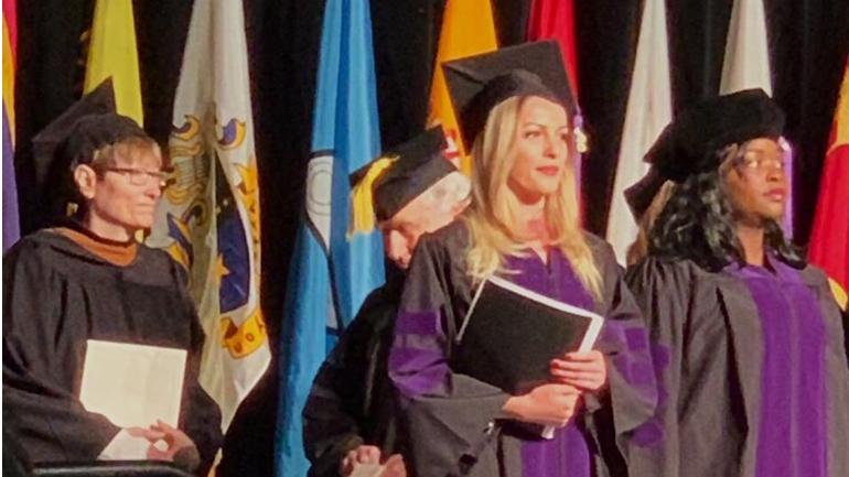 Studentja Lizë Rexhepi udhëheqëse kryesore e ceremonisë së diplomimit në Ohio të SHBA-së