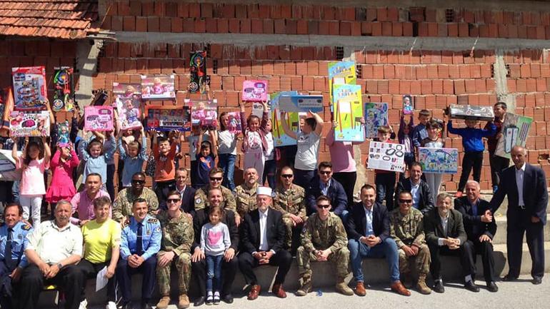 """Shpërndahen lodra për nxënësit e shkollës """"Asllan Thaçi"""", në Karaçevë"""