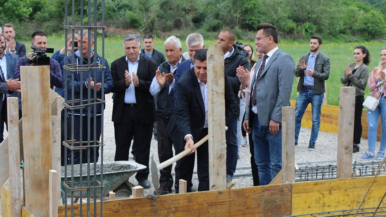 Në Malishevë të Gjilanit vihet gurthemeli i tri shtëpive për familjet në nevojë