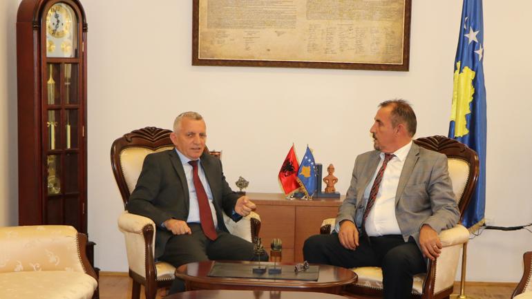 Ministri Mustafa priti në takim ambasadorin e Republikës së Shqipërisë