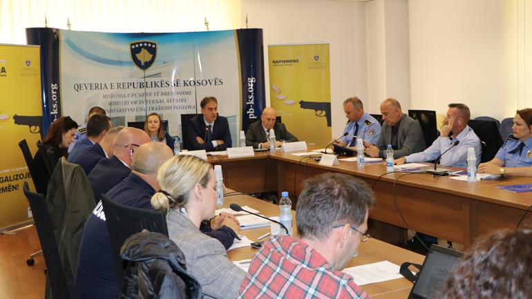 MPB mbajti tryezë të rrumbullakët për kontrollin e AVL dhe reduktimin e armëve të paligjshme në Kosovë