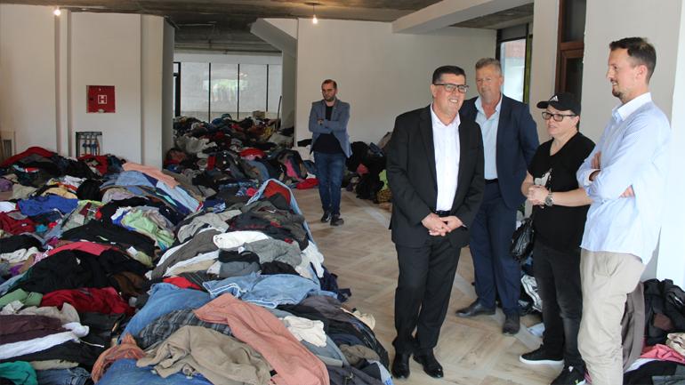 Gjilani nis shpërndarjen e shtatë tonelatave me rroba për njerëzit në nevojë