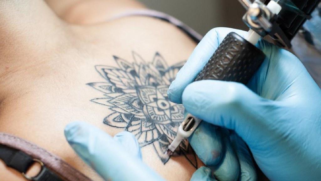 Keni kujdes, ngjyrat e tatuazhit kancerogjene