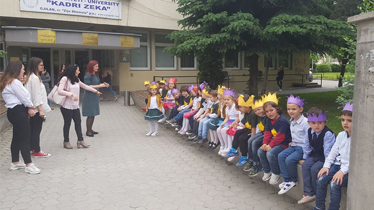 """Studentët e Universitetit Publik """"Kadri Zeka"""" shënojnë 1 Qershorin-Ditën e Fëmijëve"""