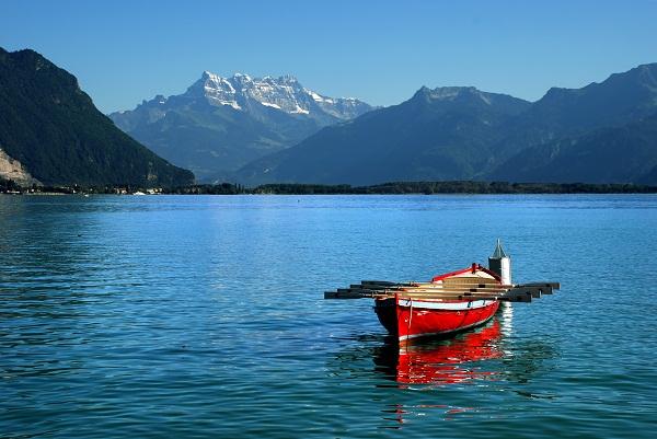 Një turiste humb jetën te Liqeni i Gjenevës, shkak stuhia