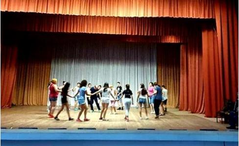 E mahnitshme, fëmijët shqiptarë në Ukrainë mësojnë valle tradicionale