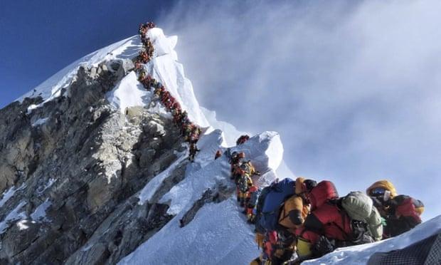 Ndalohet përdorimi i plastikës në Everest