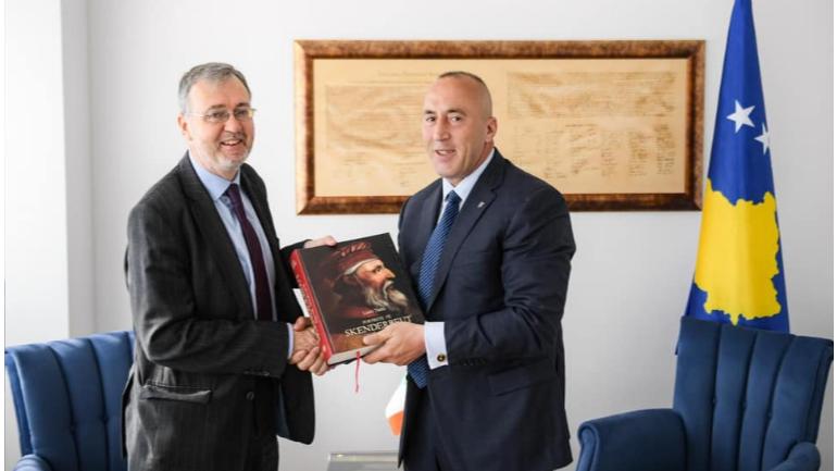 Kryeministri Haradinaj priti në takim ambasadorin Pat Kelly