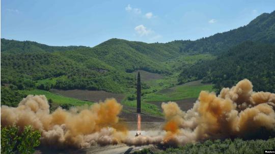 Bie numri i armëve bërthamore në botë