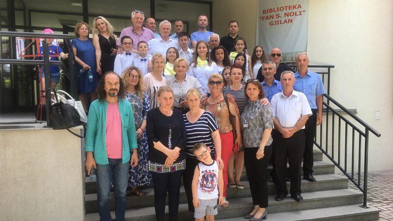 Lexuesit e Bibliotekës së Gjilanit me recitim e lexim të poezive, kushtuar të rënëve të luftës çlirimtare