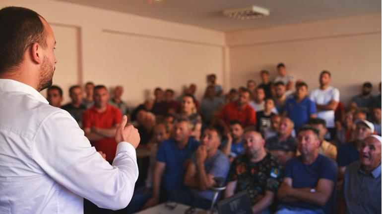 Kreu i Kamenicës vazhdon diskutimet publike në lokalitet të ndryshme