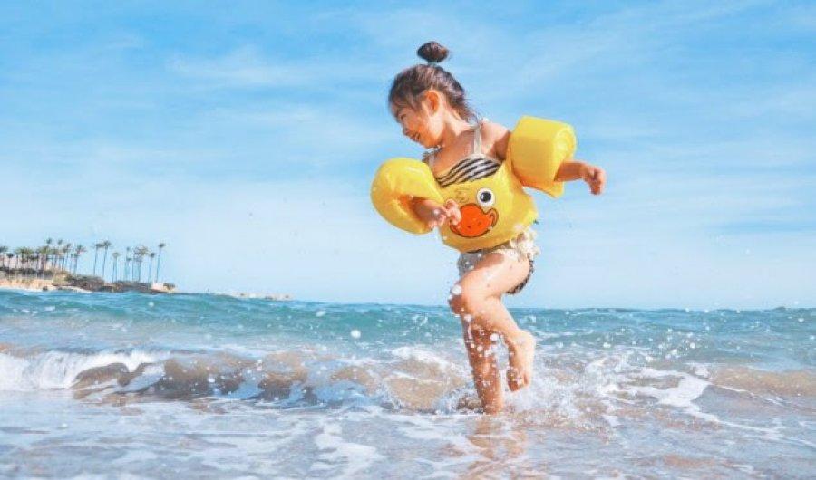 Këshilla për sigurinë e fëmijëve në det