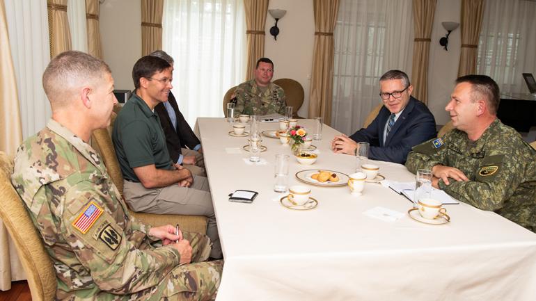 Sekretari i Ushtrisë Amerikane, Dr. Mark T. Esper, qëndroi për vizitë në Kosovë