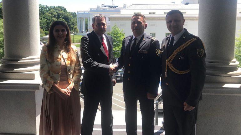 Komandanti i Ushtrisë u prit në Departamentin e Shtetit dhe Këshillin e Sigurisë Kombëtare