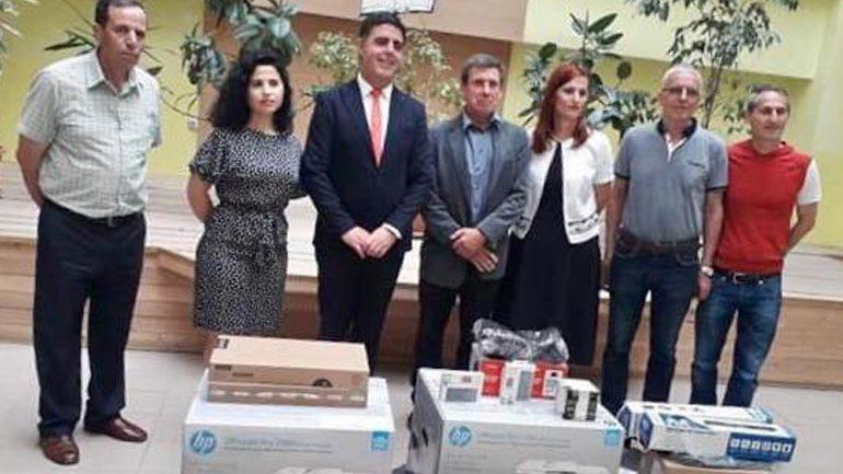 """Në shkollat """"Thimi Mitko"""" e """"Zija Shemsiu"""" hapen Qendrat Mediale, pajisen me pajisje teknologjike"""