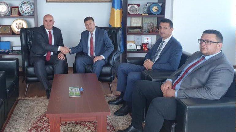 Kryetari Vitisë u prit në takim nga Ministri i Zhvillimit Rajonal të Republikës së Kosovës