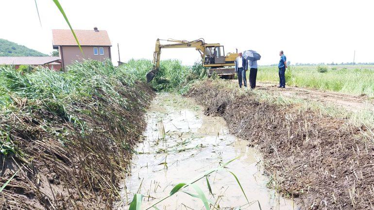 Po vazhdojnë punimet në hapjen e kanalit në fshatin Skifteraj