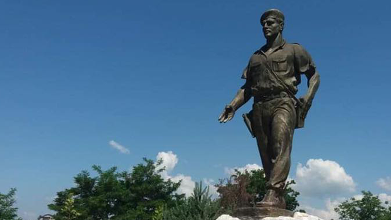 """Vitia përkujton dhe nderon dëshmorin Rashit Mustafa-Komandat """"Karadaku"""""""