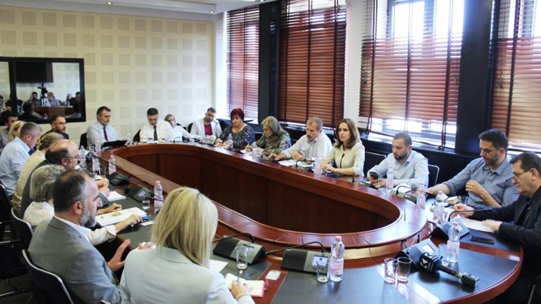 Luboten: Pezullimi i shqyrtimit të ankesave është bërë më vendim të ministrit të Arsimit