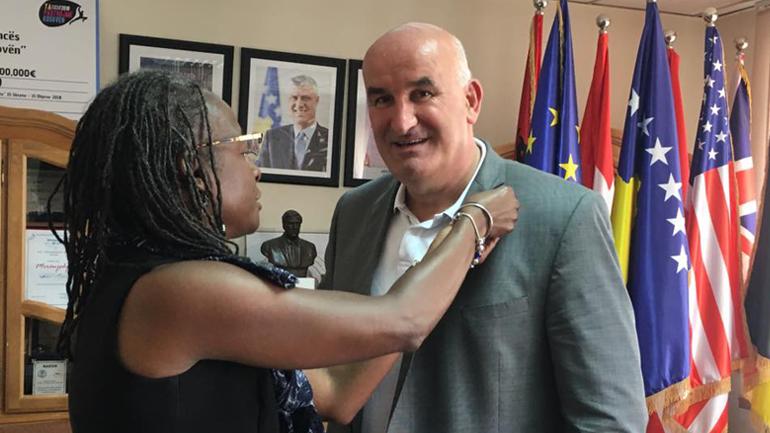 Kryetari Haliti priti në takim Drejtoreshën e Korpusit të Paqes në Kosovë, Darlene Grant