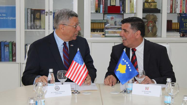 Lutfi Haziri pret në takim ambasadorin amerikan, Philip Kosnett