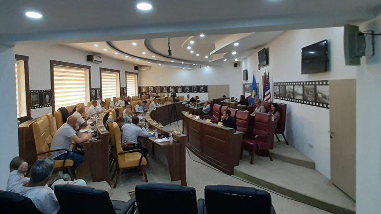 Edhe një anëtare e Kuvendit të Gjilanit bëhet e pavarur!