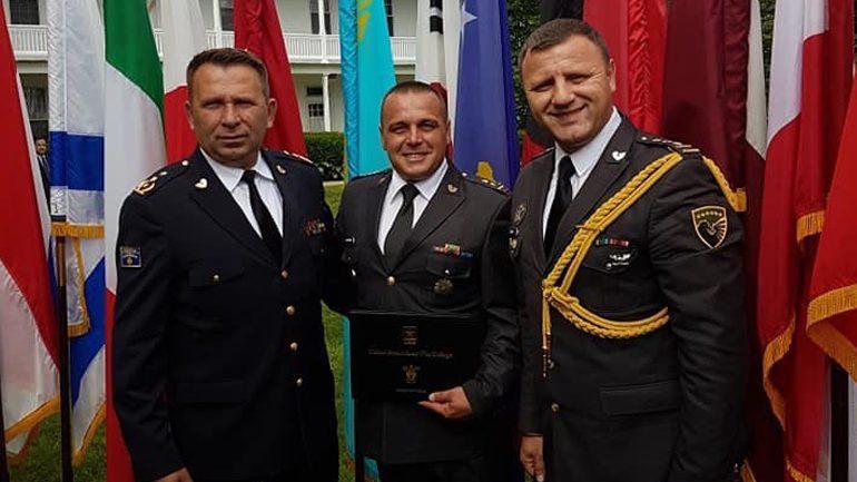 Nënkolonel Ejup Maqedonci diplomon në Kolegjin e Luftës në SHBA