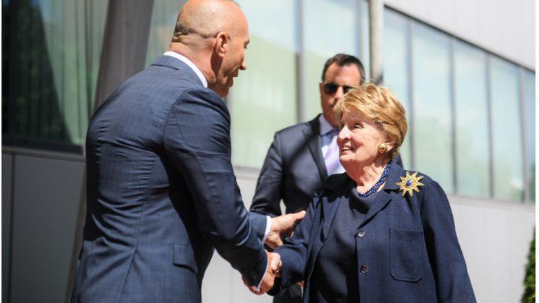 Kryeministri Haradinaj priti në takim ish-Sekretaren e Shtetit, Madeleine Albright