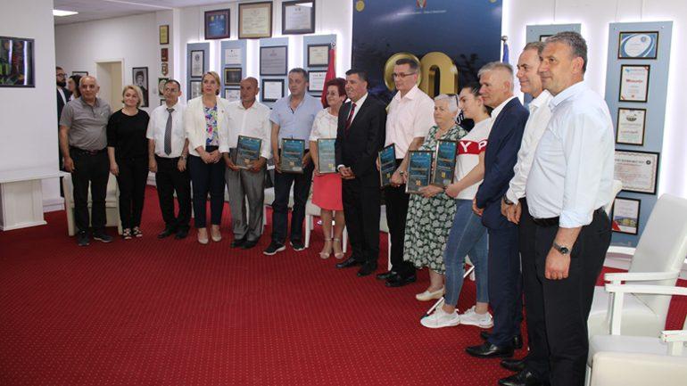 Haziri nderon me mirënjohje më të dalluarit në shëndetësi, bujqësi, zhvillim ekonomik dhe shërbim civil (FOTO)