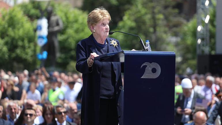 Albright: Ne nuk do t'ju harrojmë asnjëherë, do ta keni mbështetjen tonë