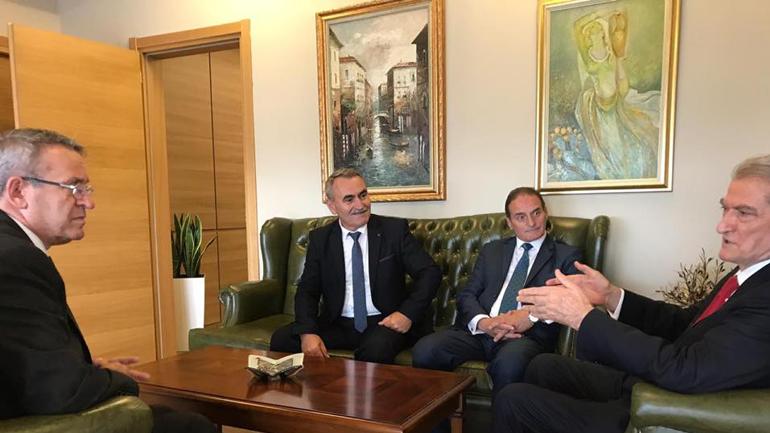 """Sali Berisha priti kryetarin e shoqatës """"Kosova për Sanxhakun"""" Ismet Azizin me bashkëpunëtorë"""