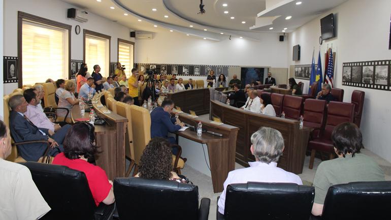 Kuvendi Komunal i Gjilanit mban seancë solemne kushtuar 20-vjetorit të çlirimit