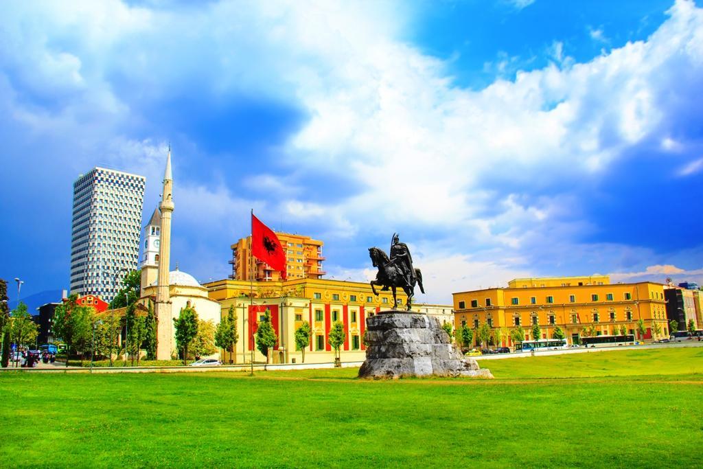 Gazeta e njohur pakistaneze: Shqipëria vendi i vogël me zemër të madhe