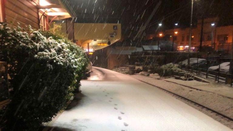 E pazakontë, Queensland në Australi kaplohet nga bora dhe akulli