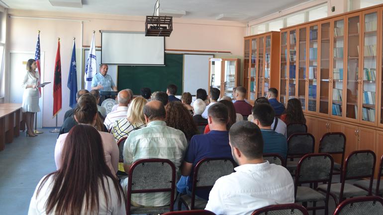 Rreth 300 ekzemplarë të librave të profesorit Sadri Shkodra i dhurohen Bibliotekës së UKZ-së