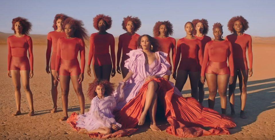 Beyonce merr në klip vajzën, shkëlqejnë nënë e bijë