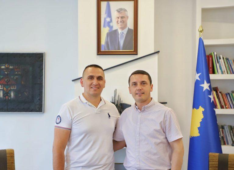 Licencohen Federata e Motoçiklizmit dhe Federata e Triathlonit në Kosovë