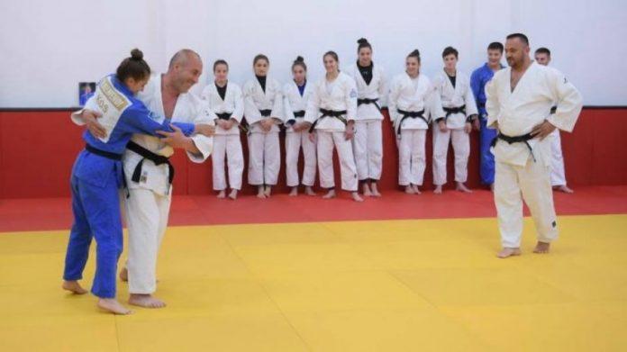 Haradinaj pranë xhudistëve kosovarë, sfidon xhudisten Majlinda Kelmendi