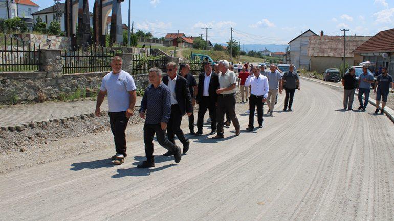 Haziri: Cërrnica po bëhet fshati i dytë model me infrastrukturë