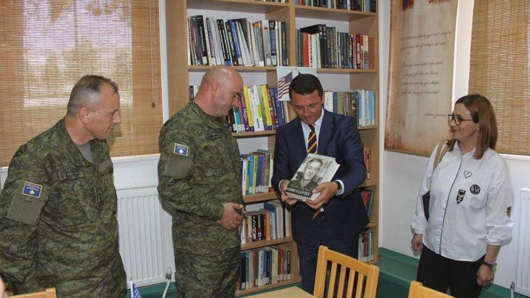 Ministria e Kulturës, Rinisë dhe Sportit i dhuroi FSK-së 135 tituj të rinj të librave