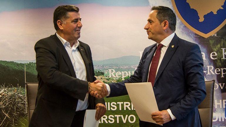 Marrëveshje në vlerë prej 550 mijë euro për krijimin e zonave të gjelbra në Gjilan